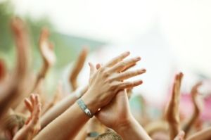 concert_hands_clapping